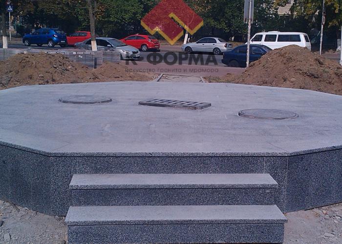 Бювет из гранита Покостовского месторождения в г. Вишневом